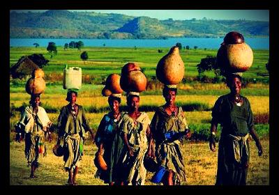 Ethiopian_women_getting_water