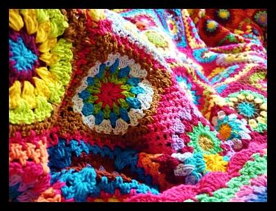 pink_flower_Crochet_blanket_uganda_women_economy_opt