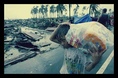 typhoon_haiyan_food_aid_hindrance