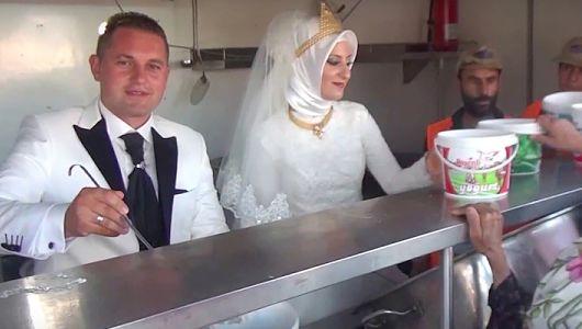 wedding_day_feeding_syrian_refugees